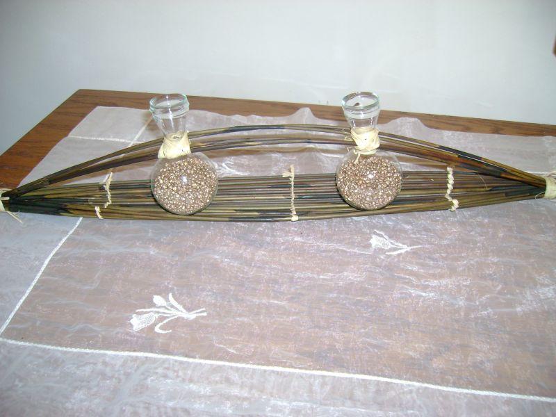 les mains de f es centre de table bambou et rafia. Black Bedroom Furniture Sets. Home Design Ideas